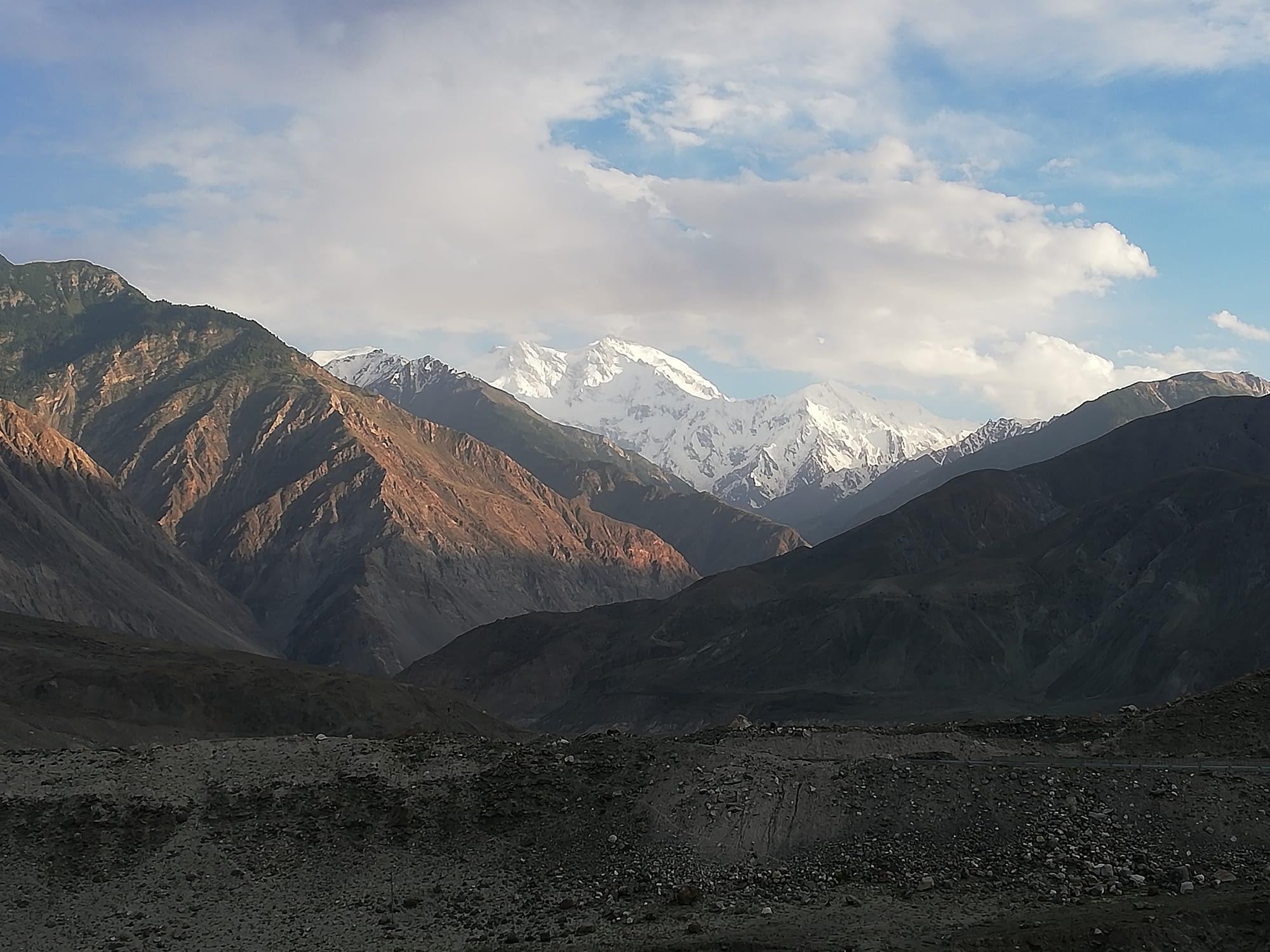 Нанга Парбат подглед отдалеч.