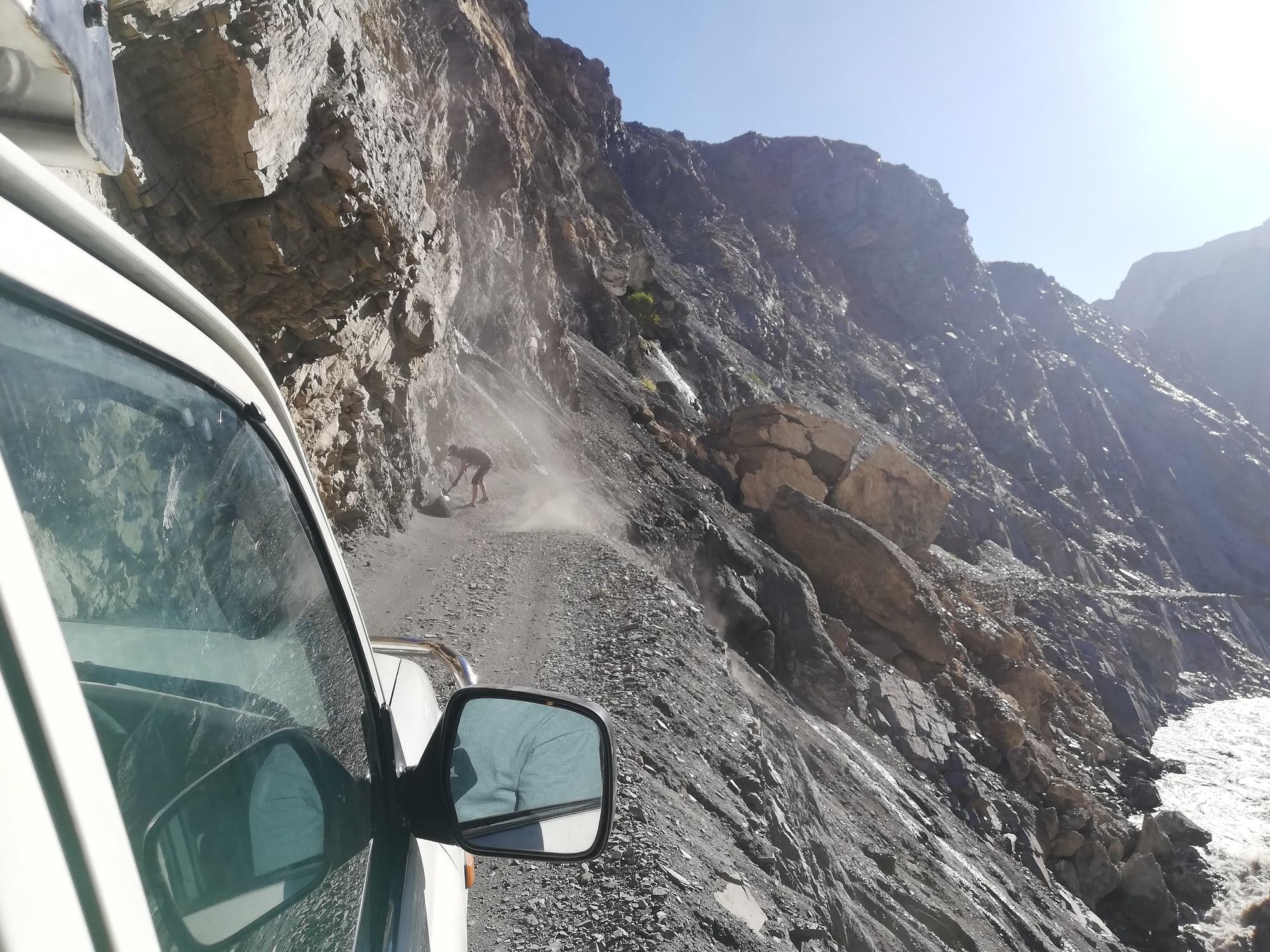 В началото на пътя към село Шимшал