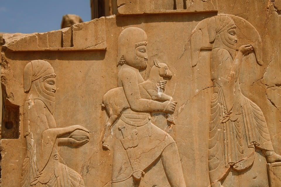 Пратеници от цял свят поднасят своите дарове на персийския владетел
